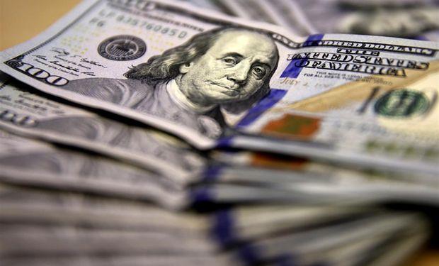 El dólar se desplomó otros 30 centavos.