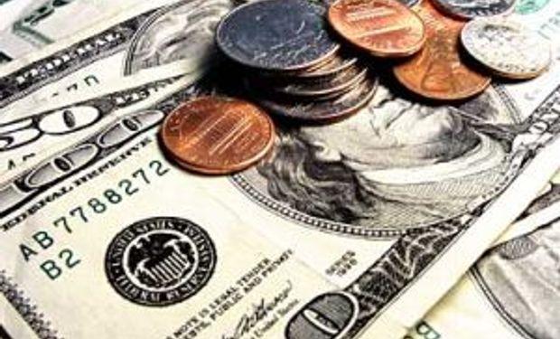 El Central dejó subir un centavo el dólar oficial y el blue terminó en baja