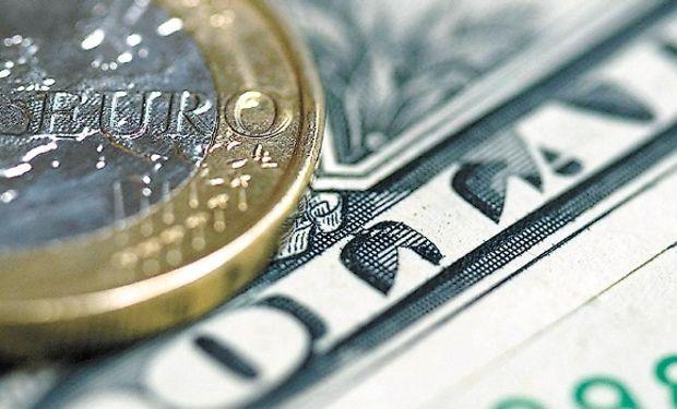 Se invierte la brecha: el dólar oficial ya vale más que el blue.