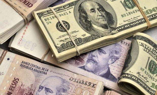 El dólar retrocedió otros tres centavos a $15,80.