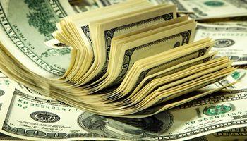 El dólar bajó ayer, pero ganó 2,35% en el mes y sube casi 8% en el año