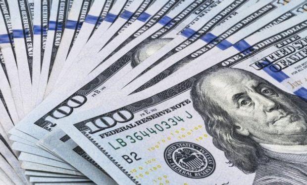 La encrucijada a la que se enfrenta el Banco Central pasa por el hecho de tener que intervenir en el mercado de cambios para contener al dólar.