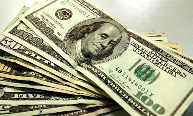 El dólar cayó a su menor nivel en más de un mes.