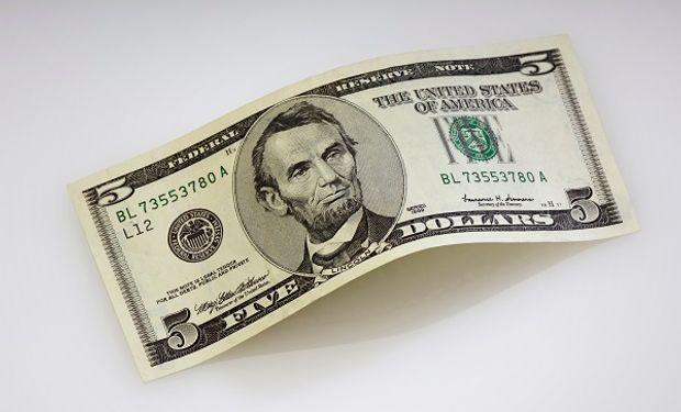 Dólar: el blue revirtió la suba y se desplomó $ 10 en una rueda de compras para el Central