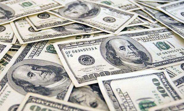 """En el mercado cambiario, el dólar """"blue"""" cotizó en baja y cayó 7 centavos, a $ 13,31. En total, ya perdió 29 centavos en las dos primeras ruedas de la semana."""
