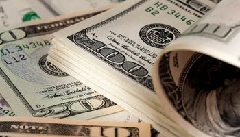 Cayó al 53% la brecha entre el dólar oficial y el blue