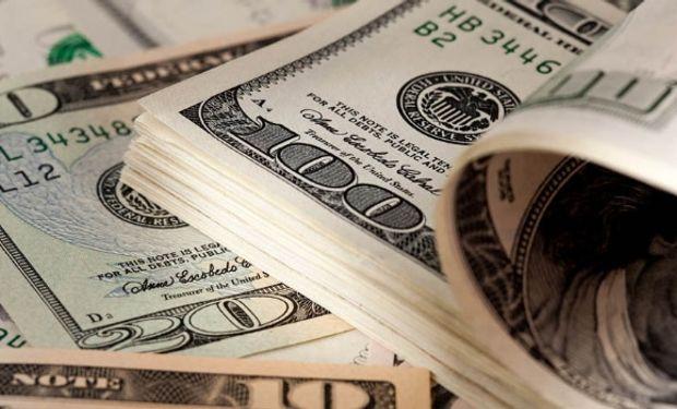 La brecha con el dólar oficial se retrajo al 53,8%.