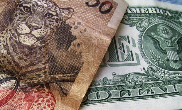 El dólar en Brasil volvió a acercarse a los 2,90 reales al subir casi un 1,4% alcanzando niveles no vistos en más de 10 años cerrando en 2,8944 reales.