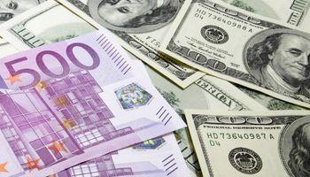 El dólar tocó un máximo contra el euro en 1,21 unidades