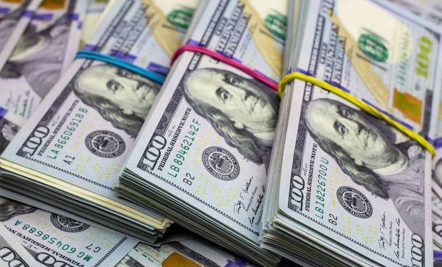 Dólar récord en medio de allanamientos: el blue alcanzó los $183 y el Contado con Liqui $ 180,3