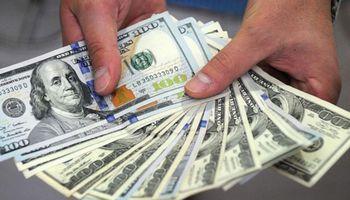 El dólar hoy volvió a caer: así cerró en bancos y casas de cambio