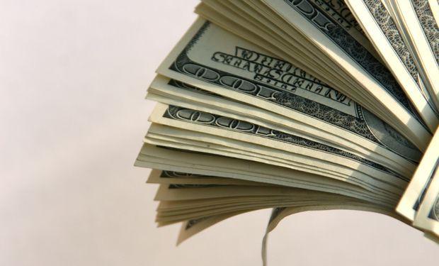 La entidad que conduce Federico Sturzenegger destinó otros US$ 61,5 millones en procura de evitar que el aumento de cinco centavos fuese mayor.