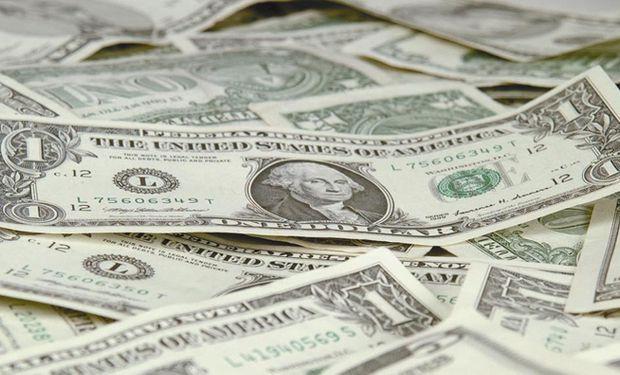 El dólar oficial terminó un mes sin variaciones