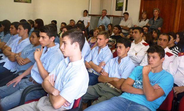 Este evento marcó la finalización de otro grupo de jóvenes que se han formado y enriquecido con el programa. Foto: PUKEN.