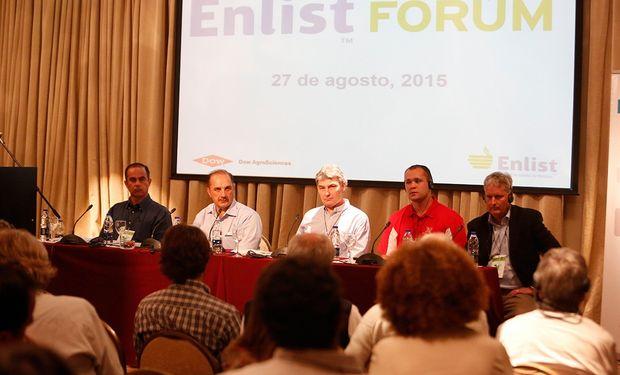 De izquierda a derecha: Rubem Silverio de Oliveira, Pedro Christofoletti, Rafael Frene de Investigacion & Desarrollo de Dow AgroSciences, Greg Kruger, Dan Reynolds.