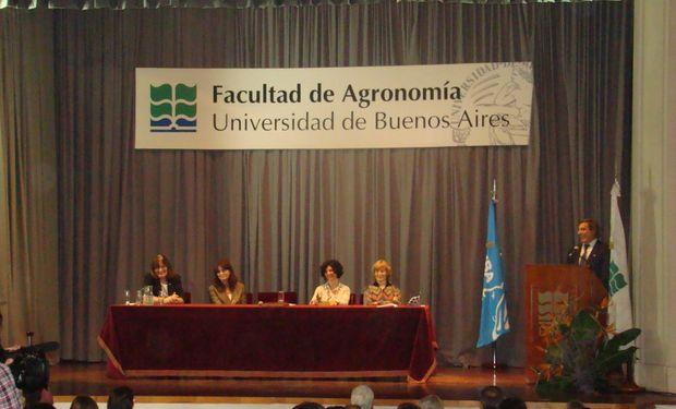 El reconocimiento se realizó en el marco de la jura universitaria de egresados de carreras agronómicas.