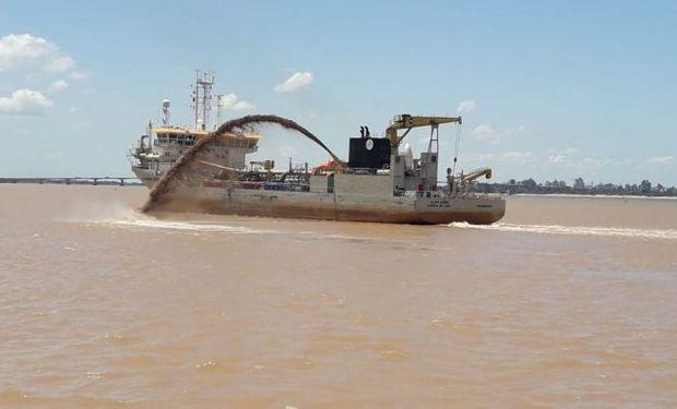 Hidrovía: convocan a una licitación nacional para garantizar el dragado por 80 millones de dólares