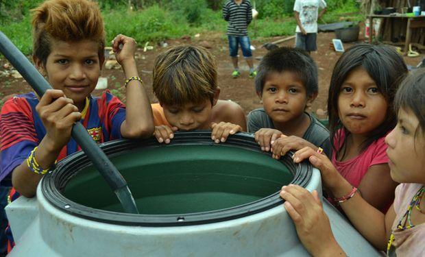 Proyecto de acceso integral al agua en Ñamandú, Misiones. La escuela y las familias de la comunidad disfrutan de agua potable.