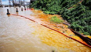 Investigan un derrame de aceite vegetal en el río Paraná