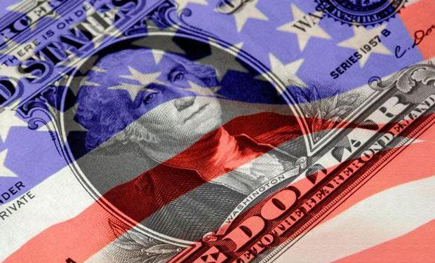 El dólar se apreció frente al euro.