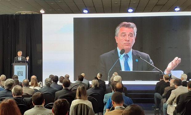 El titular de la cartera agropecuaria brindó en la Bolsa de Cereales de Buenos Aires una presentación con clave electoral.