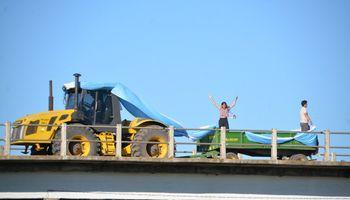 """Imágenes: así fue el desfile de tractores por la movilización de """"campo más ciudad"""""""