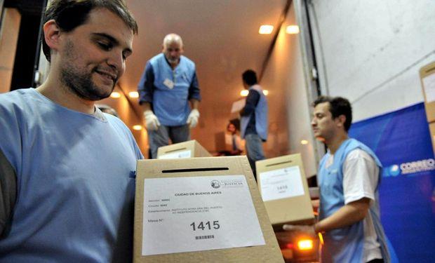 Ayer, ya estaba en acción el operativo electoral para los comicios porteños. Foto: Télam