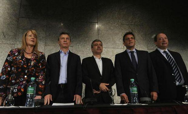 La oposición representada por Margarita Stolbizer, Mauricio Macri, Sergio Massa,  y Ernesto Sanz acompañaron al candidato a gobernador por Tucumán, José Cano.