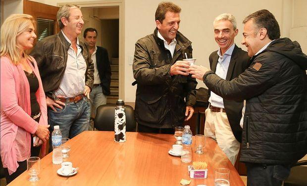 El radical Cornejo cuenta con el apoyo de Massa y Macri en Mendoza.