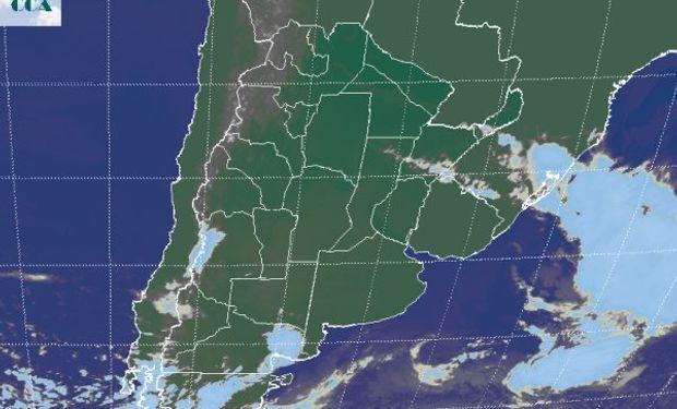 En la imagen satelital pueden apreciarse los cielos despejados o con coberturas parciales y menores que dominan en gran parte del país.