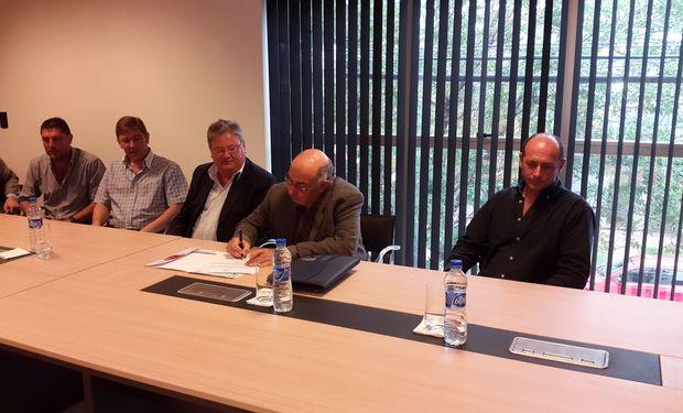 El acto oficial de entrega del fondo rotatorio que se llevó a cabo en la Cooperativa Agrícola Ganadera Ltda. de la localidad de Gobernador Crespo