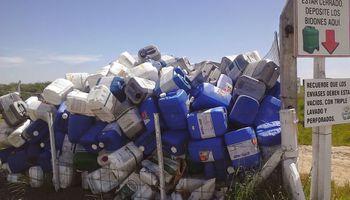 Fitosanitarios: ya es obligatorio en todo el país el triple lavado de envases