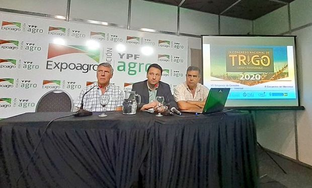 Los ingenieros agrónomos Pablo Errazu, Fidel Cortese y Jorge Di Luca, del Centro Regional de Ingenieros Agrónomos de Tres Arroyos (CRIATA).
