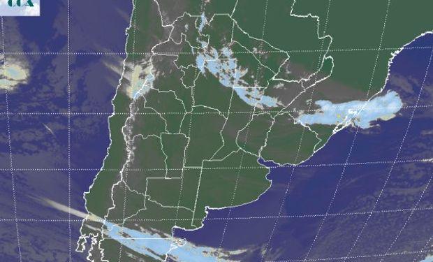 La foto satelital muestra un aumento de la actividad en el norte del país con nubosidad que comienza a descender desde el NOA hacia el NEA.