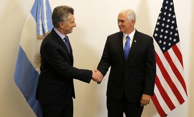 """Pence, quien llegó el lunes en el marco de una gira por la región, agradeció al Presidente su """"liderazgo en el cono sur""""."""
