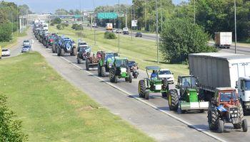 Las fotos del masivo tractorazo en Córdoba y el testimonio de un productor