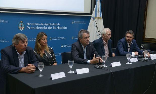 El ministro de Agroindustria, Luis Miguel Etchevehere, parte del gabinete y de representantes del sector privado, mostraron los alcances de la herramienta.
