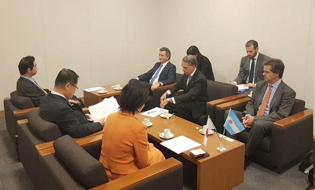 El ministro de Agroindustria, Luis Etchevehere, junto a su comitiva en Japón.