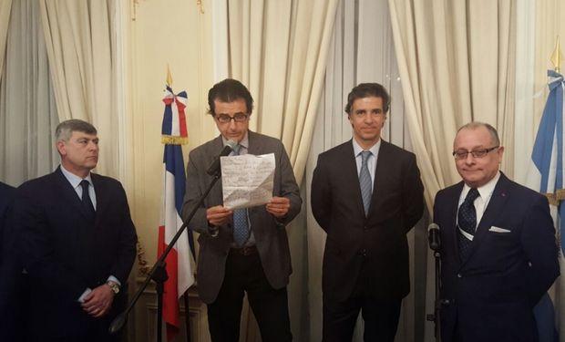 De izquierda a derecha: Ricardo Buryaile, ministro de Agroindustria, Eugenio Schlossberg y Alberto Marina, de Exponenciar, y Jorge Faurie, embajador en París.