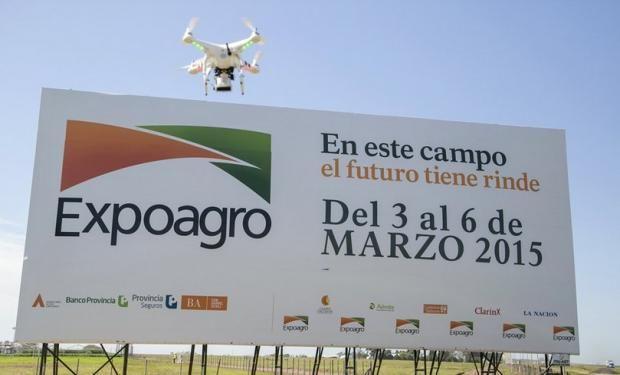fyo estará cubriendo la muestra a campo desde el aire con un drone.