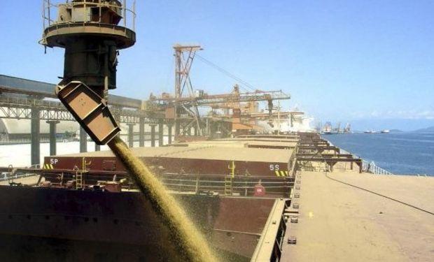 Las exportaciones argentinas de cereales, oleaginosas y subproductos se expandieron 75% entre enero y abril.