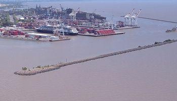 El conflicto en terminales portuarias de Buenos Aires paraliza las exportaciones de maní argentino