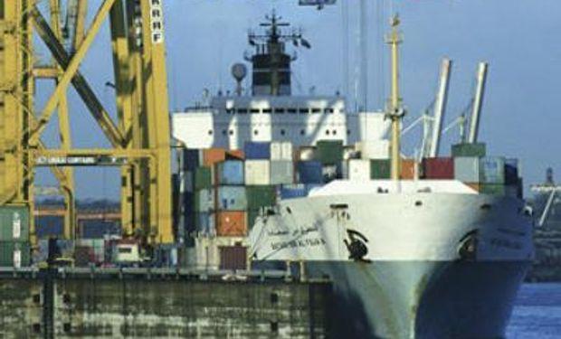 Superávit comercial Argentina habría caído fuerte