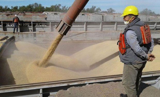 Protesta transportistas podría paralizar el embarque de granos en los próximos días.