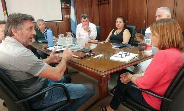 La reunión contó con la presencia de Omar Príncipe, presidente de Faa, Alicia Ciciliani, ministra de producción y  secretario de Agricultura santafesino, Marcelo Bargellini.