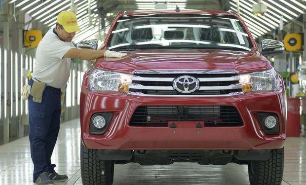 En Zárate, Toyota amplió su planta para aumentar la producción de su modelo emblema, la Hilux, que lidera las ventas en el mercado regional.