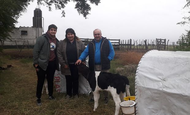 Brian, Mónica y Alberto Fassi en la guachera.