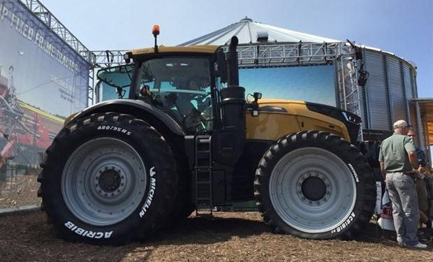 Challenger 1000: Agco presentó su flamante tractor no articulado, con potencias de 396 a 517 HP.