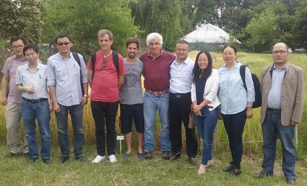 Delegación china junto a docentes argentinos en la FAUBA.