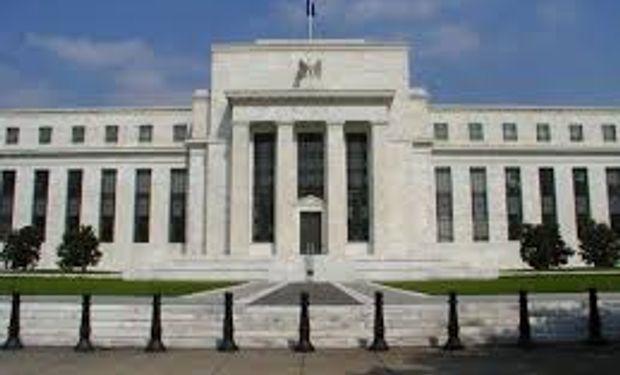 Fed mantendría políticas de estímulo agresivo